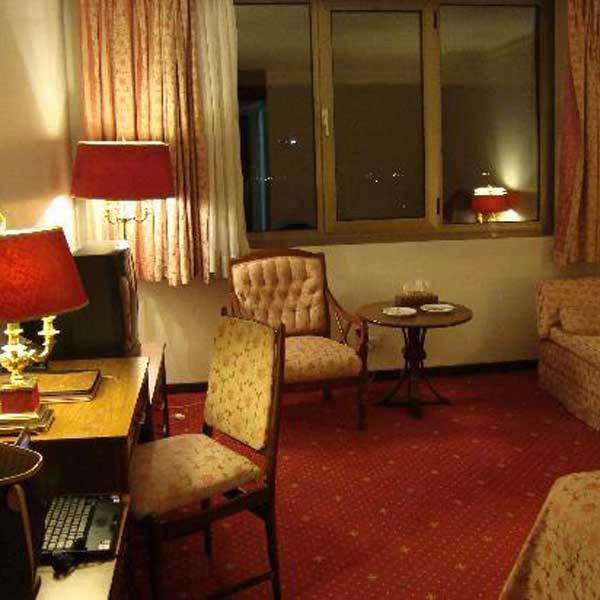 Laleh_International_Hotel (1)